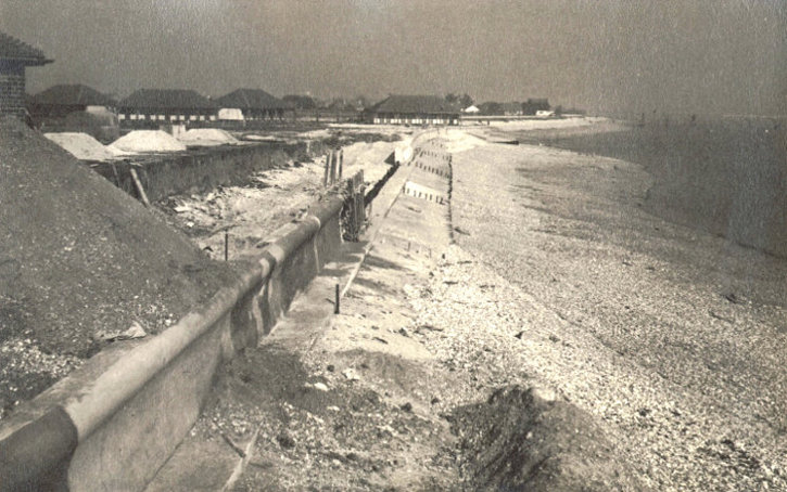 s_broadreeds-sea-wall-nearing-completion-23_02_1952