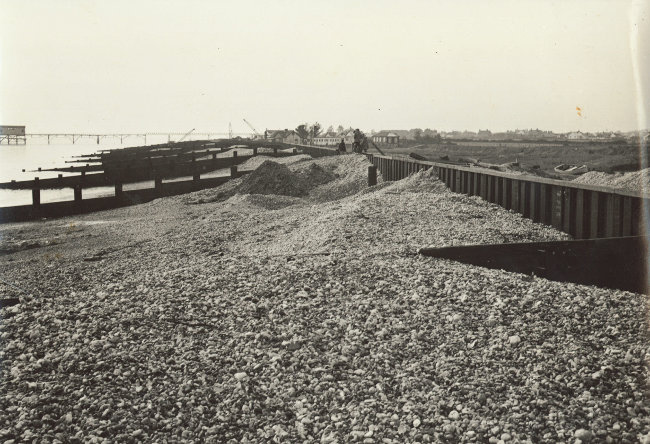 s_east-beach-breastworks-and-groynes-approaching-completion-1956