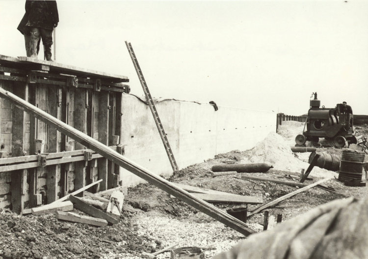 s_east-beach-estate-flood-wall-under-construction-may-1954