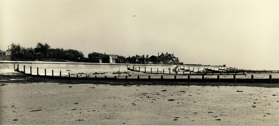 s_selsey_west-beach-wall-looking-east_1954
